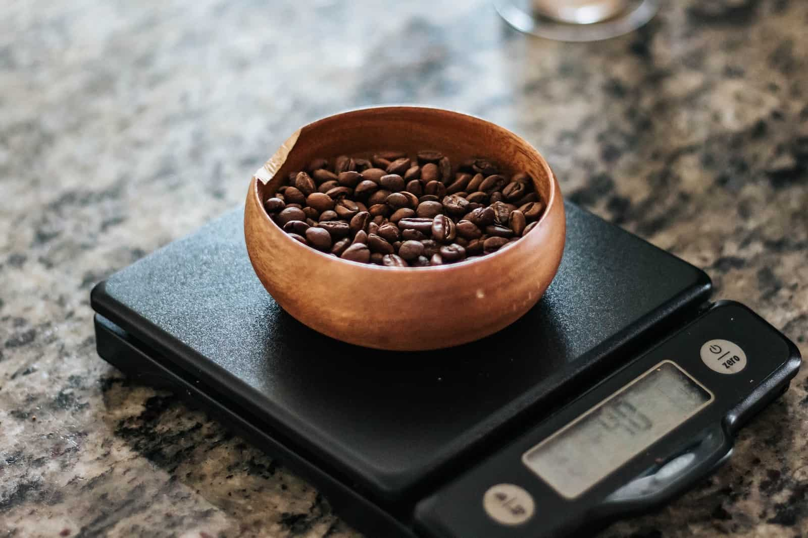 Weigh Coffee in scale