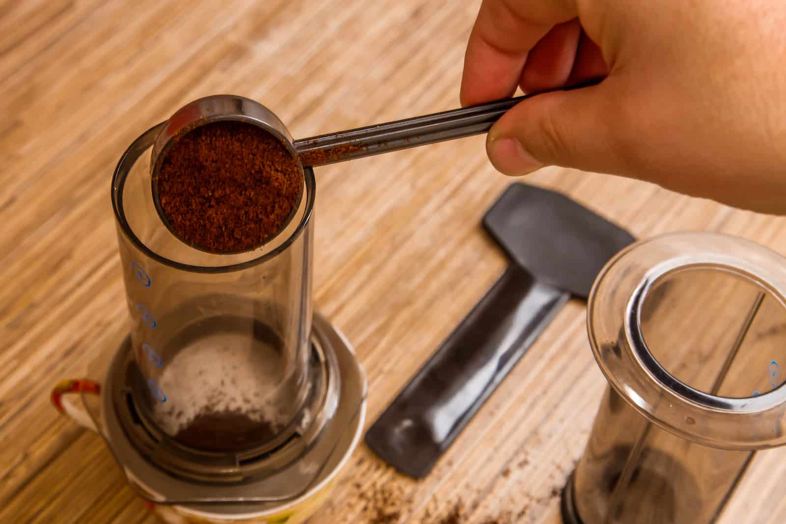 putting-coffee-in-an-aeropress