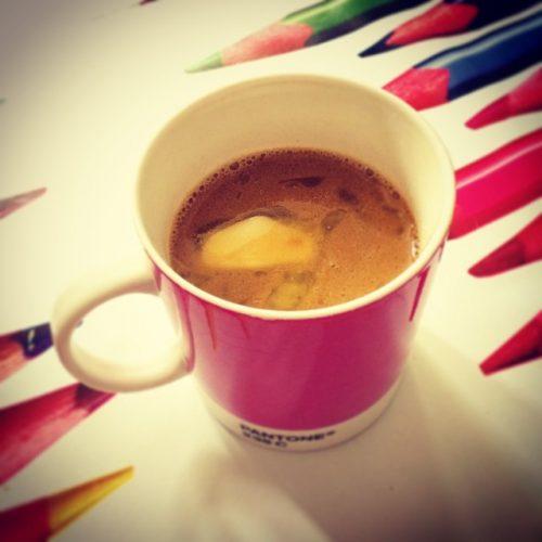 کره ای که در یک فنجان قهوه ذوب می شود